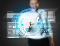 Biznesmen pracuje z cyfrowym wirtualnym ekranem Obraz Stock