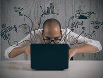 Biznesmen pracuje z laptopem obrazy royalty free