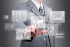 Biznesmen pracy na ogromnym dotyka ekranie. zdjęcia stock
