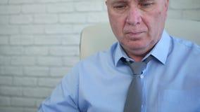 Biznesmen pracy ułożenia kontrakty i księgowość papiery zbiory