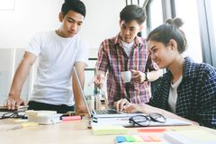 Biznesmen pracy zespołowej brainstorming spotkanie Obraz Stock