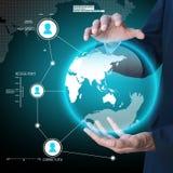 Biznesmen przedstawia globalnej sieci środków pojęcie Fotografia Royalty Free