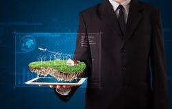 Biznesmen przedstawia perfect ekologii ziemię z w i domem Obraz Stock