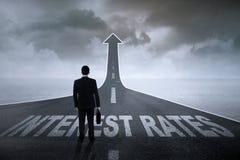Biznesmen przygotowywający dla wysokich stóp procentowych Zdjęcie Stock