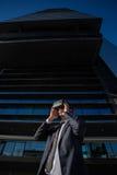 Biznesmen przystosowywa jego rzeczywistość wirtualna szkła Obraz Stock