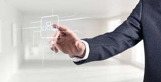 Biznesmen ręka dotyka wirtualną komunikacyjną ikonę Obrazy Royalty Free