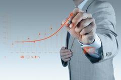 Biznesmen ręka rysuje wirtualnego mapa biznes zdjęcie stock