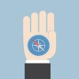 Biznesmen ręka trzyma kompas który wskazuje sukces Obraz Royalty Free