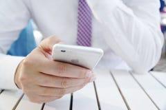 Biznesmen ręka Używać iPhone 6 Obraz Royalty Free