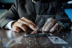 Biznesmen ręka używać telefon komórkowego z cyfrowym warstwa skutkiem jak Fotografia Stock