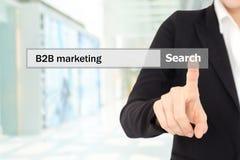Biznesmen ręki dotyk B2B na s, biznes biznes, wprowadzać na rynek Zdjęcie Royalty Free