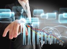 Biznesmen ręki dotyka wirtualny akcyjny wykres, mapa obrazy royalty free