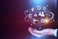 Biznesmen ręki globalnej sieci interneta hologram obrazy stock