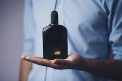 Biznesmen ręki pachnidło zdjęcie royalty free