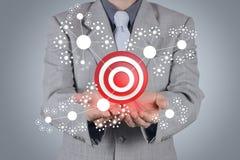 Biznesmen ręki przedstawień celu symbol jako pojęcie Zdjęcia Stock