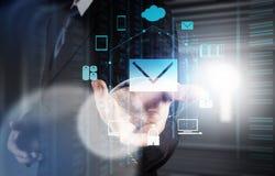 Biznesmen ręki use interaktywny komputer zdjęcia royalty free