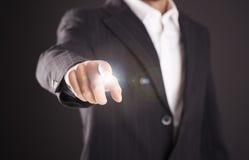 Biznesmen ręki macania pusty wirtualny ekran Zdjęcia Stock