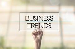 Biznesmen ręki odciskania guzika biznesu trendy Obrazy Royalty Free