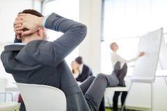 Biznesmen relaksujący i słuchać fotografia stock