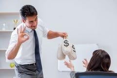 Biznesmen robi prezentaci z pieniędzy workami Obraz Royalty Free