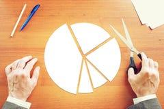 Biznesmen robi round diagramowi dla prezentaci Fotografia Stock