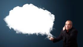 Biznesmen robi rozmowie telefonicza i przedstawia abstrakt chmury kopię Fotografia Royalty Free