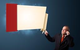Biznesmen robi rozmowie telefonicza i przedstawia nowożytną origami kopię Obraz Stock