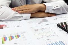 Biznesmen robi Zbiorczego raportu rozkazu planu finanse Zdjęcie Royalty Free