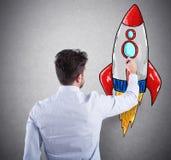 Biznesmen rysuje rakietę Pojęcie biznesowy ulepszenia i przedsięwzięcia rozpoczęcie Obraz Royalty Free