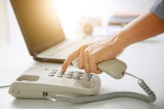 Biznesmen tarczy cyfrowy telefon Obraz Royalty Free