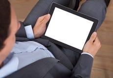 Biznesmen target169_1_ cyfrową pastylkę Obrazy Royalty Free