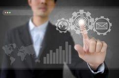 Biznesmen target1156_1_ nowożytną technologię. Obrazy Royalty Free