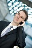 Biznesmen target767_0_ na telefon komórkowy Obraz Stock