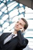 Biznesmen target796_0_ na telefon komórkowy Obrazy Royalty Free