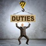 Biznesmen trzyma ciężkich słowo obowiązki zdjęcie royalty free