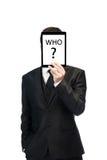 Biznesmen trzyma cyfrową pastylkę up nad jego twarzą Biznes Obrazy Royalty Free