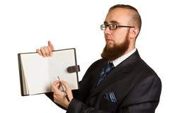 Biznesmen trzyma pióro prosi podpis zdjęcie stock