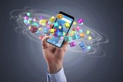 Biznesmen trzyma smartphone z ikonami fotografia stock