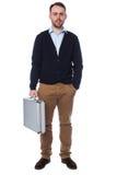 Biznesmen trzyma teczkę Obrazy Stock