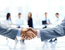 biznesmen uścisnąć ręki Zdjęcie Stock