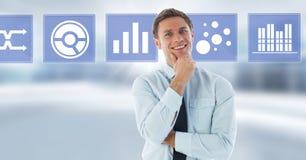 Biznesmen uśmiechniętej i biznesowej mapy statystyki ikony Obrazy Royalty Free