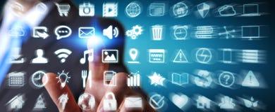 Biznesmen używa cyfrowego dotykowego parawanowego interfejs z sieci ikoną Obraz Royalty Free