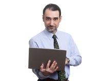 Biznesmen używa laptop odizolowywającego obrazy royalty free