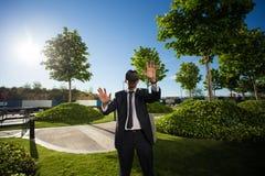 Biznesmen Używa rzeczywistość wirtualna szkła Obrazy Royalty Free