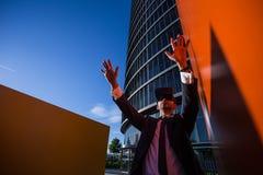 Biznesmen Używa rzeczywistość wirtualna szkła Obraz Royalty Free