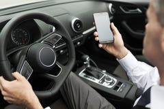 Biznesmen używa mobilnych apps Obraz Royalty Free