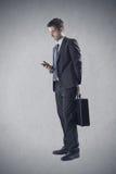 Biznesmen używa smartphone Fotografia Stock