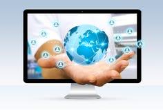 Biznesmen ucieka od komputerowego surfingu na internecie Obraz Stock