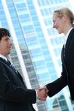 biznesmen uścisnąć ręki Zdjęcie Royalty Free