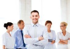 Biznesmen w biurze Zdjęcia Royalty Free